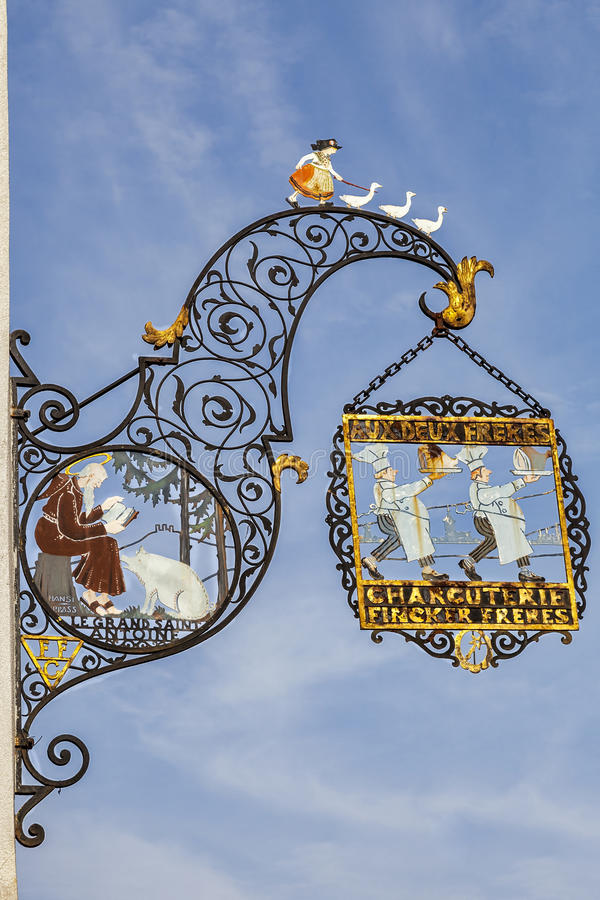 O açougue tradicional assina dentro Colmar