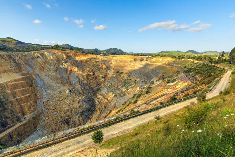 O aberto - mina de ouro de Martha do molde em Waihi, Nova Zelândia imagens de stock royalty free