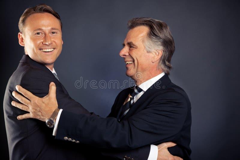 O abraço do negócio foto de stock