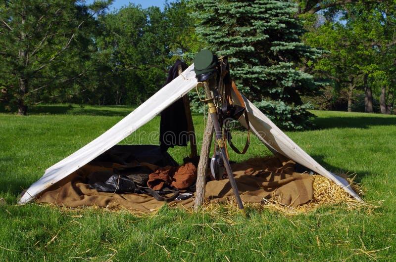 O acampamento de um soldado imagem de stock