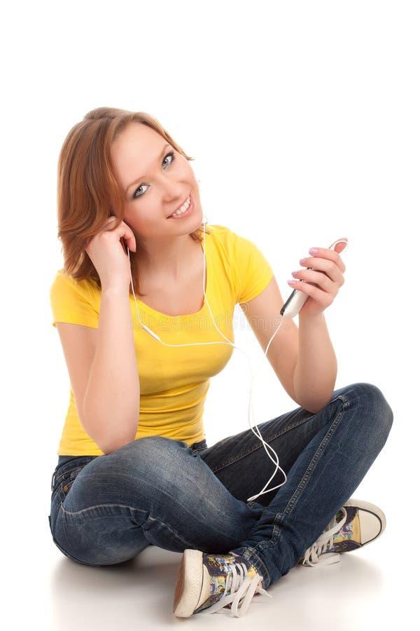 O adolescente escuta música fotografia de stock