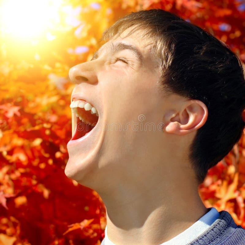 O adolescente exulta o outono imagem de stock royalty free