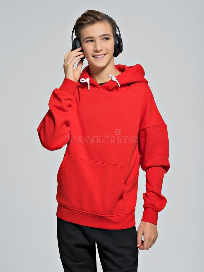 O adolescente veste a roupa elegante da queda fotografia de stock royalty free