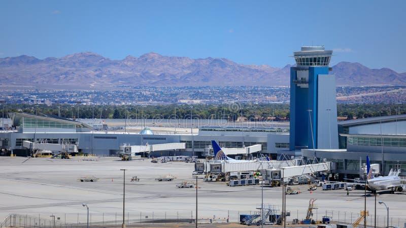 O aeroporto internacional de McCarran (LAS), situado ao sul da tira de Las Vegas, é o aeroporto principal em Nevada fotografia de stock