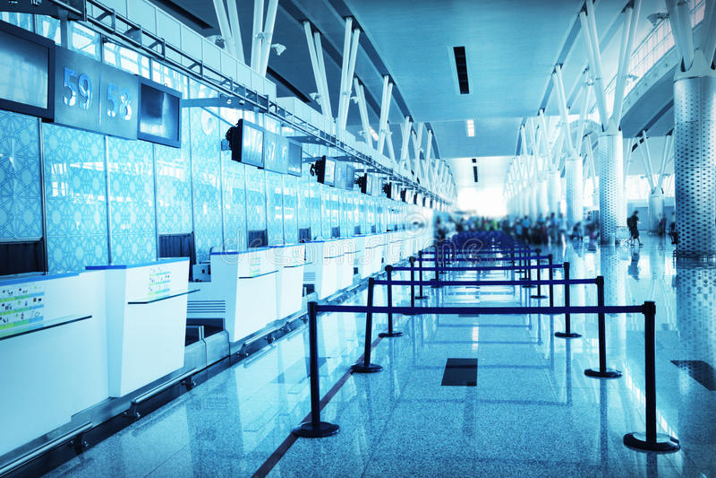 O aeroporto vazio verific dentro foto de stock royalty free