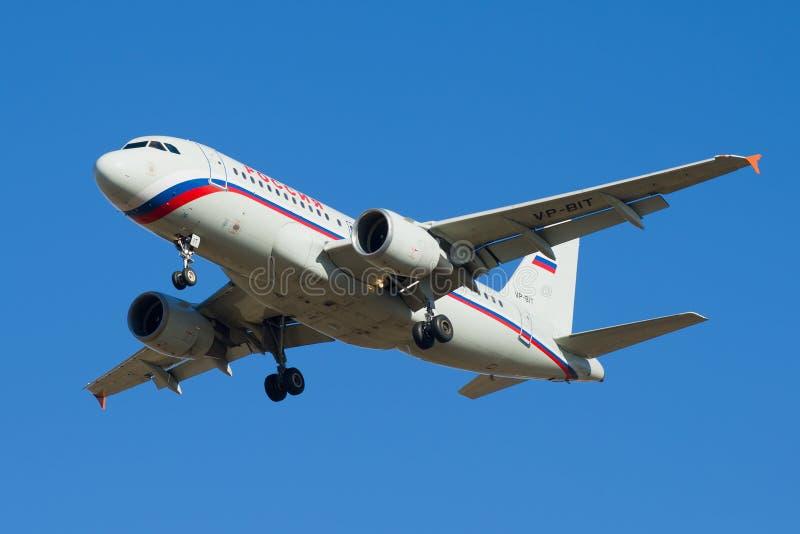 O Airbus A319-111 VP-BIT de linhas aéreas de Rossiya foto de stock