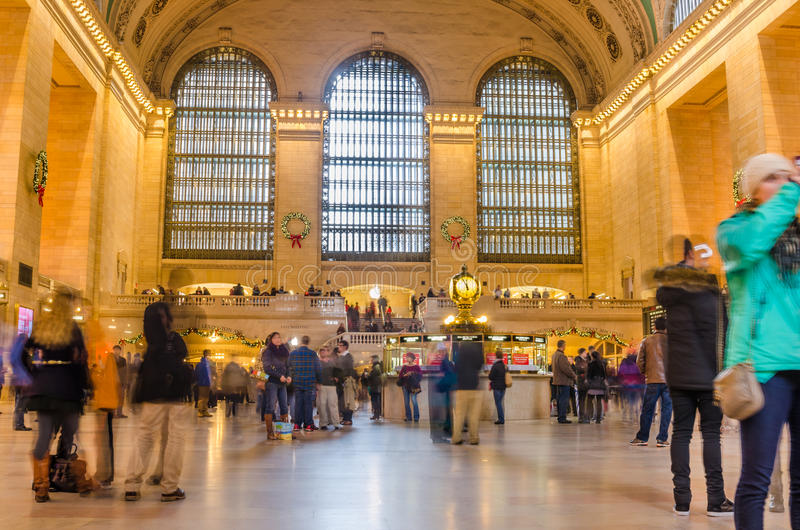 O ajuntamento principal do terminal de Grand Central aglomerou-se com os povos durante os feriados do Natal foto de stock