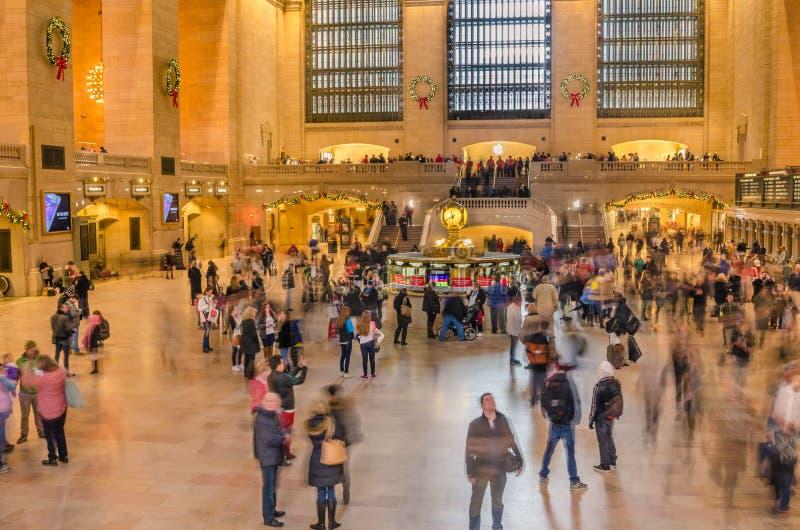O ajuntamento principal do terminal de Grand Central aglomerou-se com viajantes e turistas durante os feriados do Natal fotografia de stock royalty free