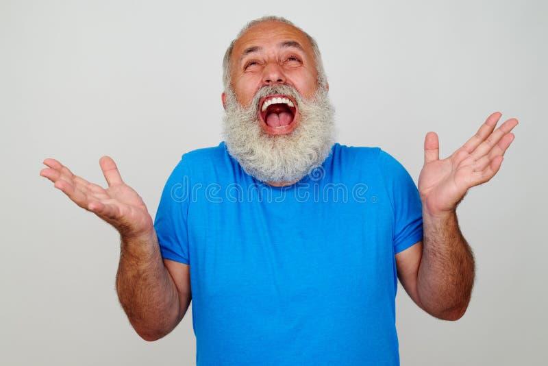 O ajuste envelheceu o homem farpado oprimido com as emoções positivas imagens de stock royalty free