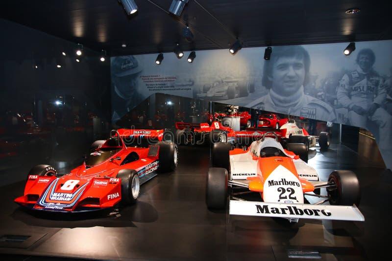 O alfa Romeo Formula 1 modela na exposição no museu histórico Alfa Romeo imagem de stock royalty free