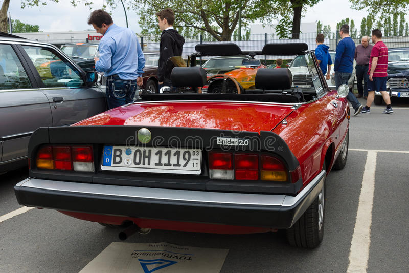 O alfa Romeo Spider 2,0 do carro de esportes imagem de stock royalty free