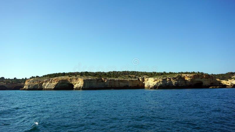o Algarve pelo mar foto de stock royalty free