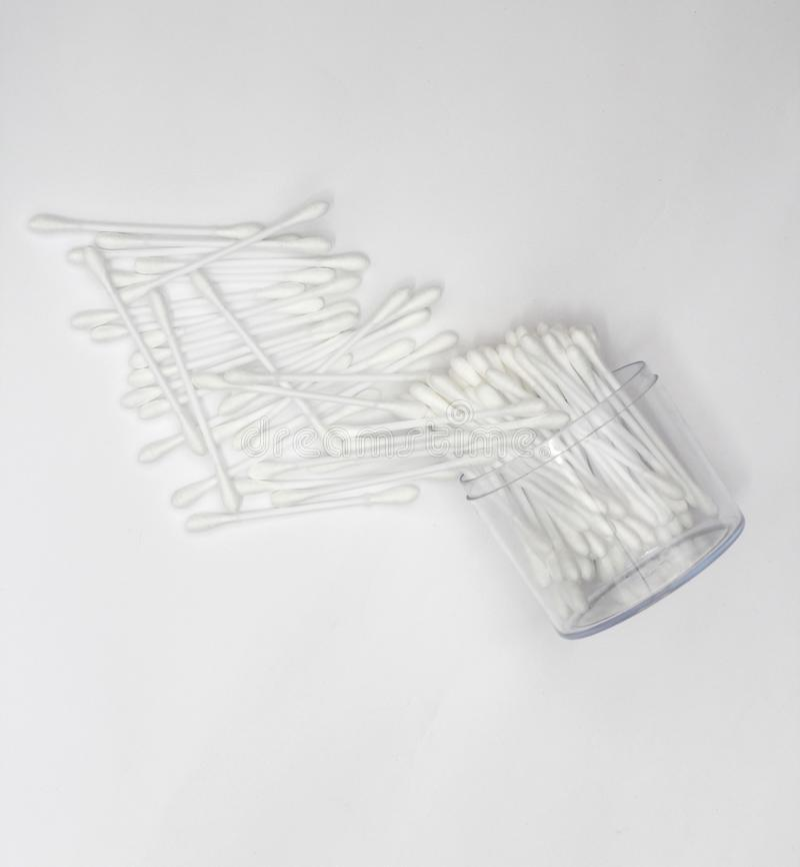 O algodão brota para a composição ou sujeira da limpeza do corpo fotografia de stock royalty free