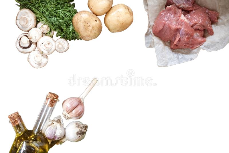 O alimento cru cresce rapidamente cogumelos, carne de carne de porco, batatas, verdes do aneto imagem de stock royalty free