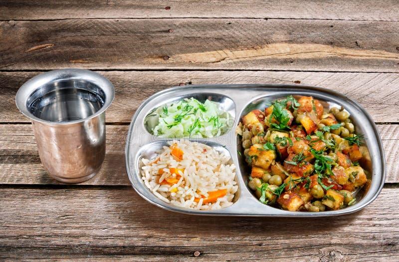 O almoço indiano complexo murmura o paneer fotos de stock