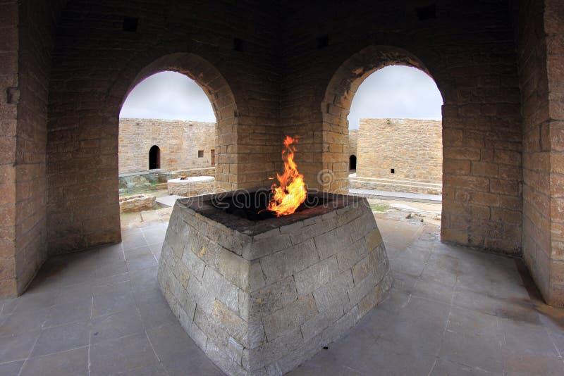 O altar principal no templo de Ateshgah em Azerbaijão imagens de stock