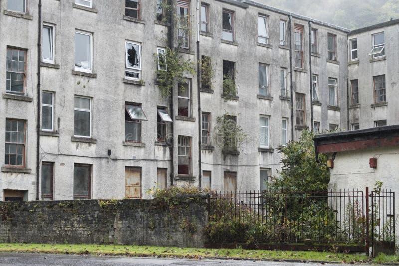 O aluguel barato dos planos velhos abandonados do alojamento corta Inglaterra BRITÂNICA pronta para ser batido para baixo foto de stock