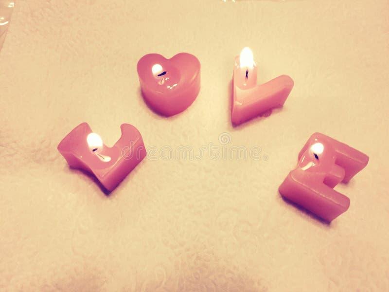 o amor da palavra composto das velas imagens de stock