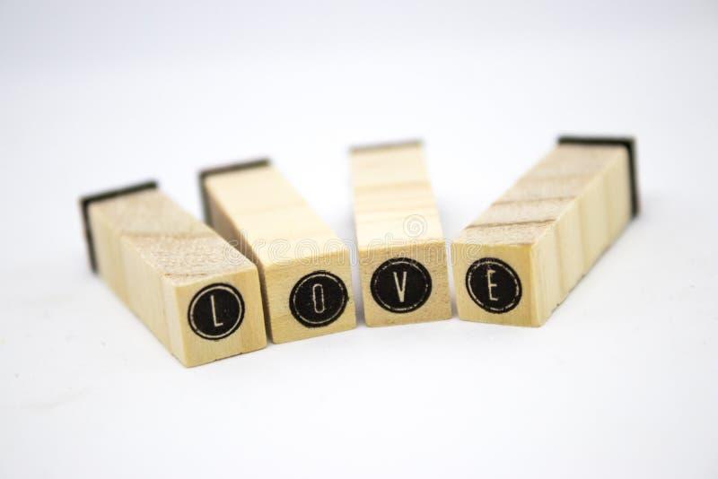 O amor da palavra em letras de bloco foto de stock royalty free