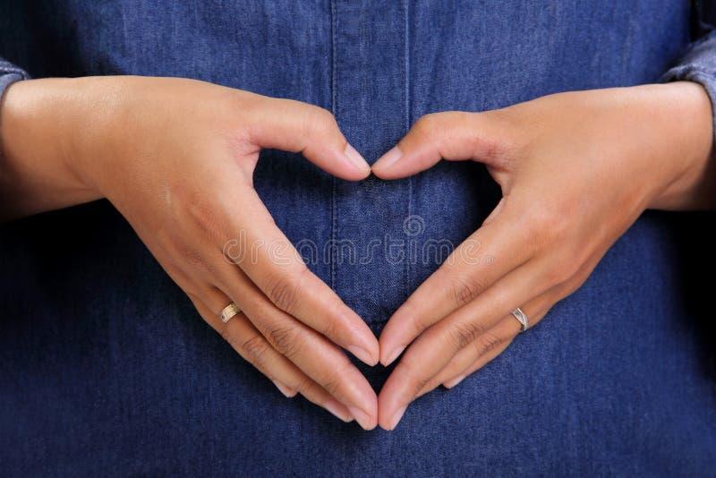 O amor materno eterno entrega o símbolo imagem de stock
