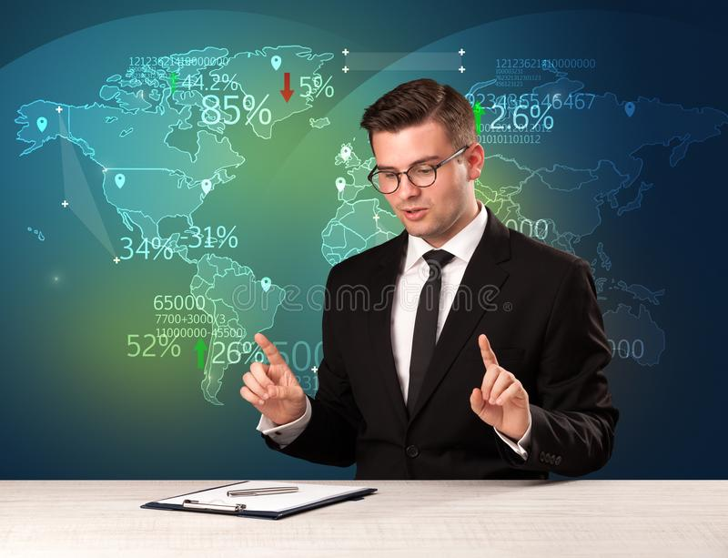 O analista de comércio do mercado é notícia de troca do mundo do relatório do estúdio com fotos de stock royalty free
