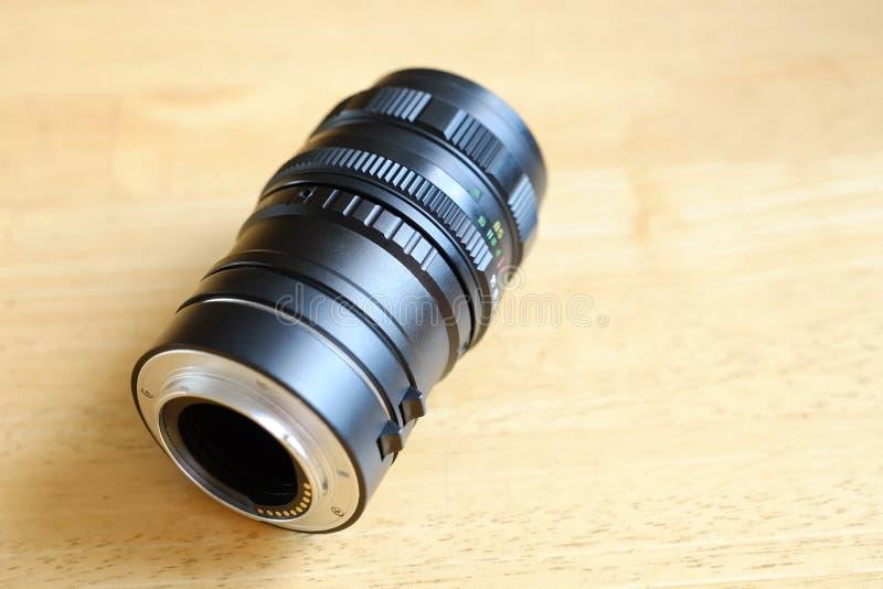 O anel da extensão para a fotografia macro montou na lente imagens de stock