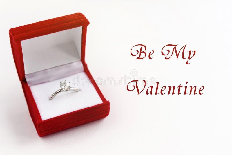 O anel luxuoso à moda, seja meu texto do Valentim, conceito do cartão fotografia de stock
