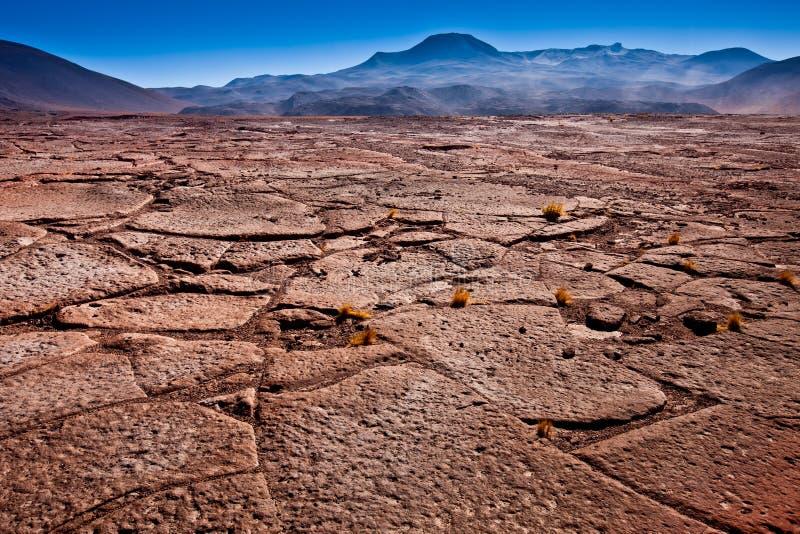O anfiteatro ? forma??o geological bonita de vale da lua no deserto de Atacama, o Chile foto de stock