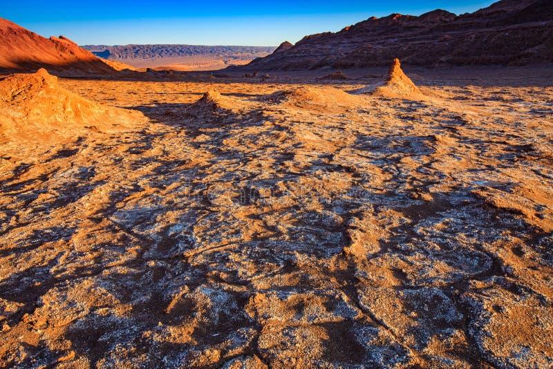 O anfiteatro ? forma??o geological bonita de vale da lua no deserto de Atacama, o Chile imagem de stock royalty free