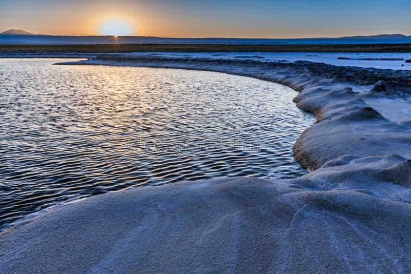 O anfiteatro ? forma??o geological bonita de vale da lua no deserto de Atacama, o Chile fotos de stock