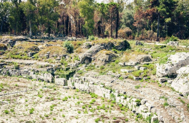 O anfiteatro romano ru?nas do ? de Siracusa Siracusa ?no parque arqueol?gico, Sic?lia, It?lia imagens de stock royalty free