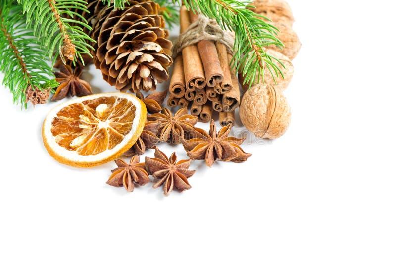 O anis das varas de canela da decoração do Natal stars a refeição matinal do pinho fotos de stock
