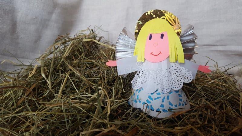 O anjo é feito do papel para a Páscoa foto de stock