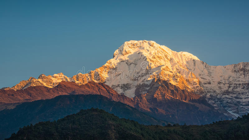 O Annapurna sul em Nepal fotos de stock