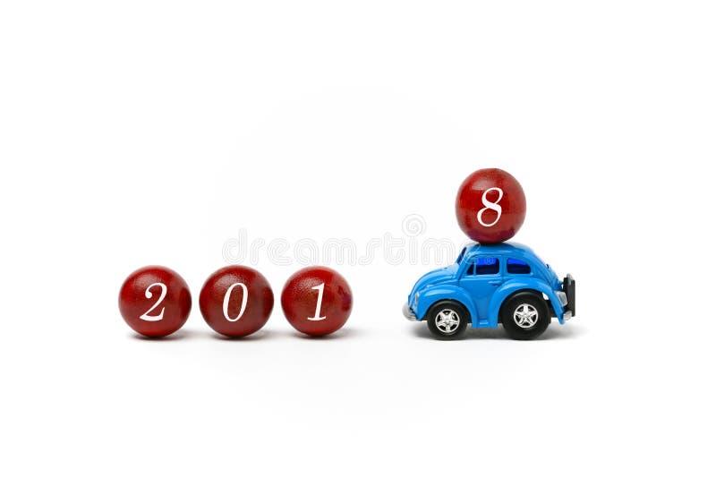 O ano novo 2018 é - o ano novo feliz 2018 - o carro de vinda que traz imagens de stock royalty free