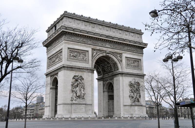 O Arc de Triomphe em Paris foto de stock royalty free