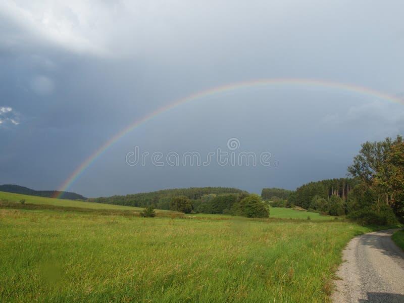 O arco-íris após o temporal fotos de stock