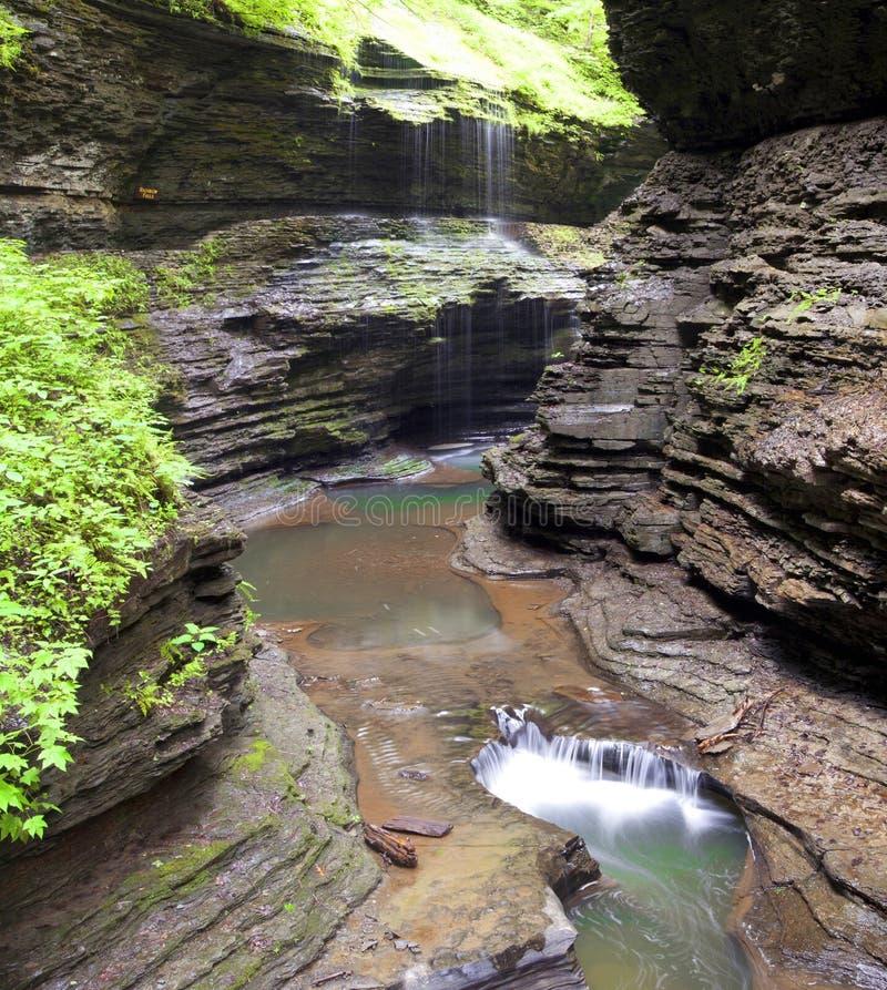 O arco-íris cai cachoeira Watkins Glen State Park foto de stock