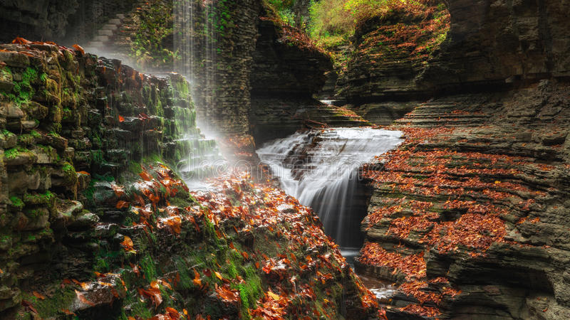 O arco-íris cai em Watkins Glen New York imagens de stock royalty free