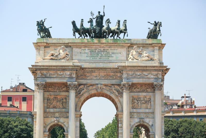 O arco da paz em Milão imagem de stock royalty free