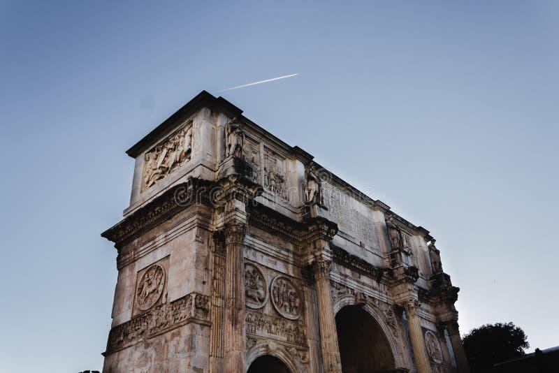 O arco de Constanstine em Roma, Itália imagem de stock royalty free