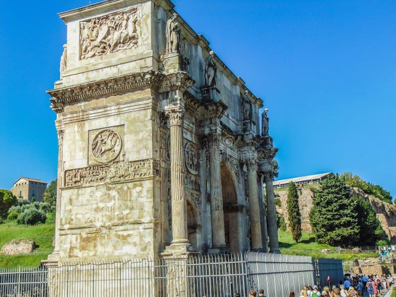 O arco de Constantim em Roma, Itália fotografia de stock