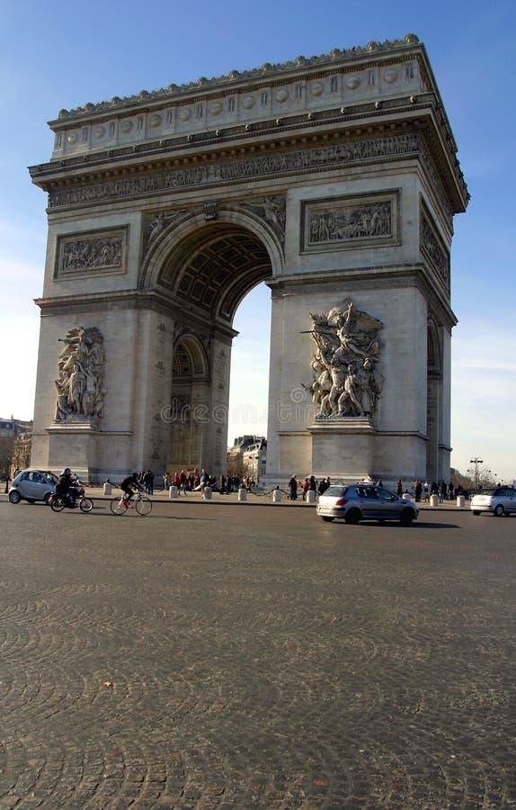 O arco do triunfo em Paris fotografia de stock royalty free