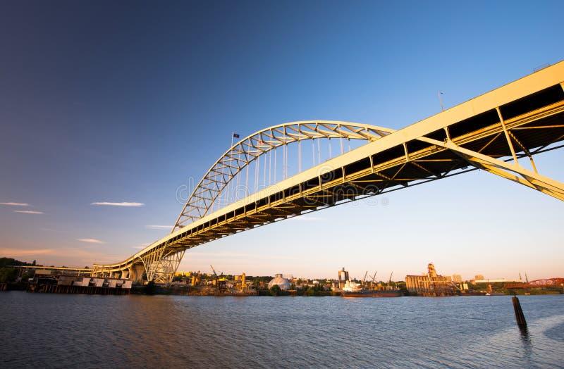 O arco o maior da ponte de Fremont em América Portland Oregon Willamett imagem de stock