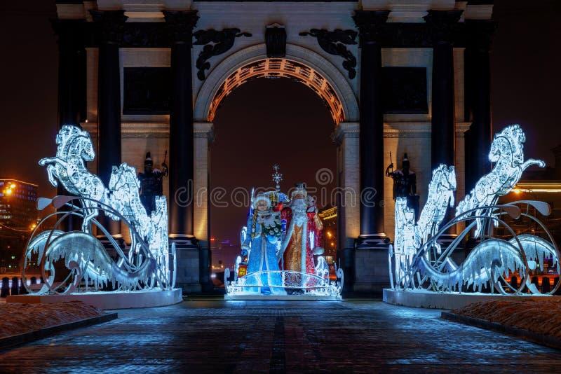 O arco triunfal de ano novo em Moscou foto de stock royalty free