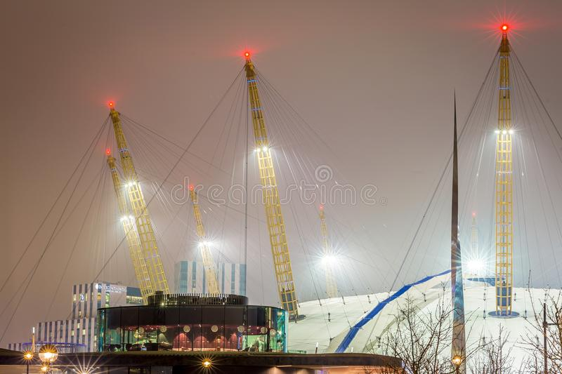 O2 arena i natten, London royaltyfria foton