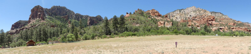 O Arizona, parque da rocha da corrediça, opinião de A das montanhas que cercam o parque estadual da rocha da corrediça imagem de stock