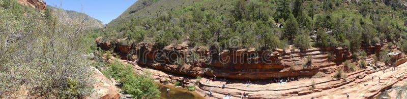 O Arizona, parque da rocha da corrediça, opinião de A do parque estadual da rocha da corrediça com os povos que apreciam o imagem de stock royalty free