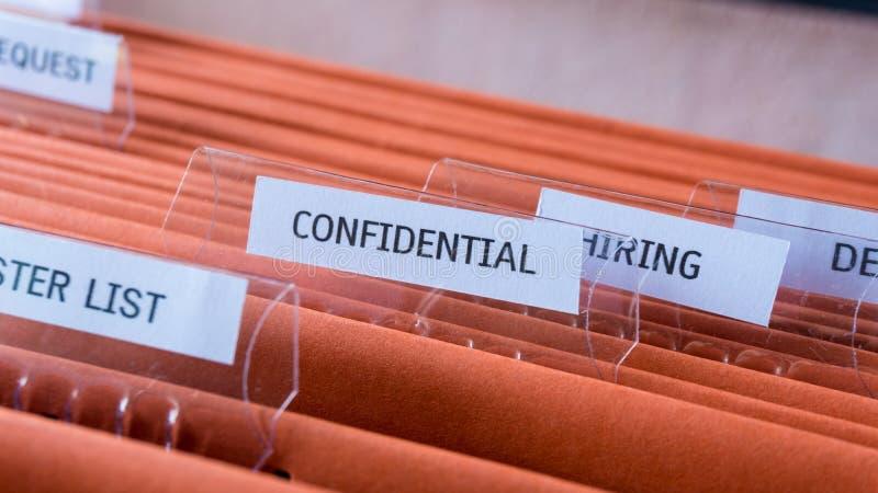 O arquivo de original confidencial mantém-se no armário do dobrador imagens de stock royalty free