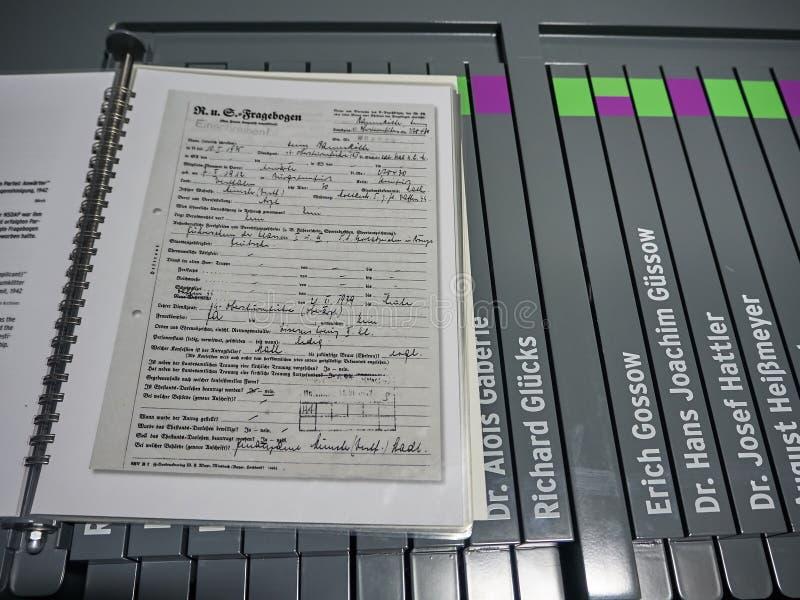 O arquivo dos documentos assinados pelo pessoal do acampamento foto de stock royalty free